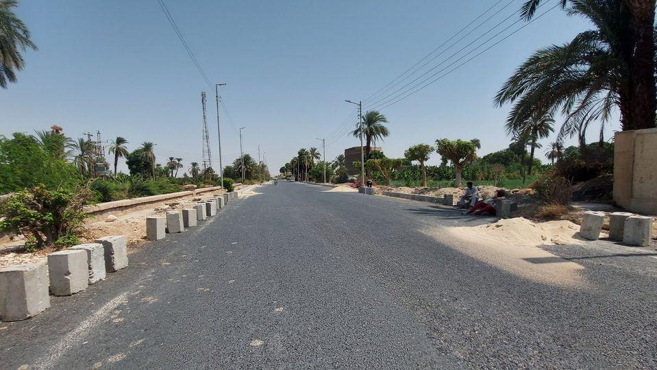 مدينة إسنا تواصل العمل بطريق مدخل إسنا الشرقي  (4)