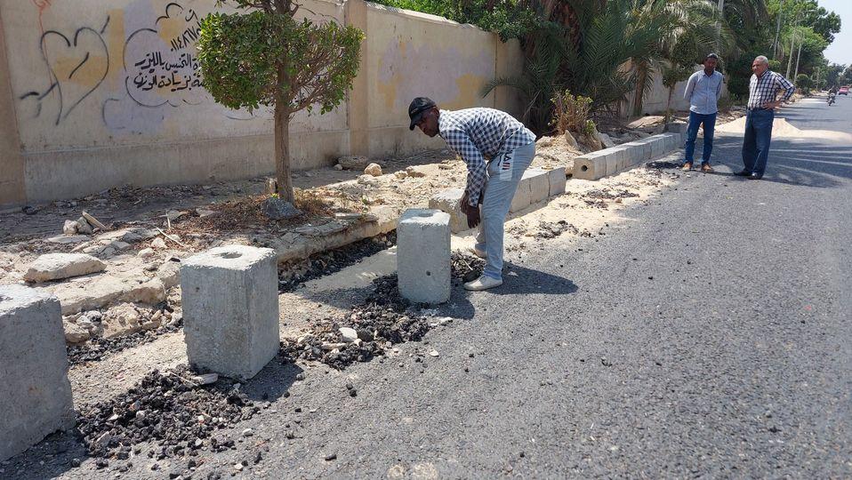 مدينة إسنا تواصل العمل بطريق مدخل إسنا الشرقي  (3)