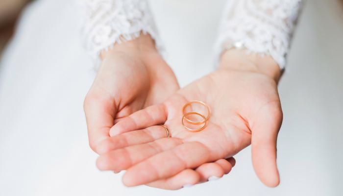 173-172345-wedding-italy-rings-return-steal-social-media_700x400
