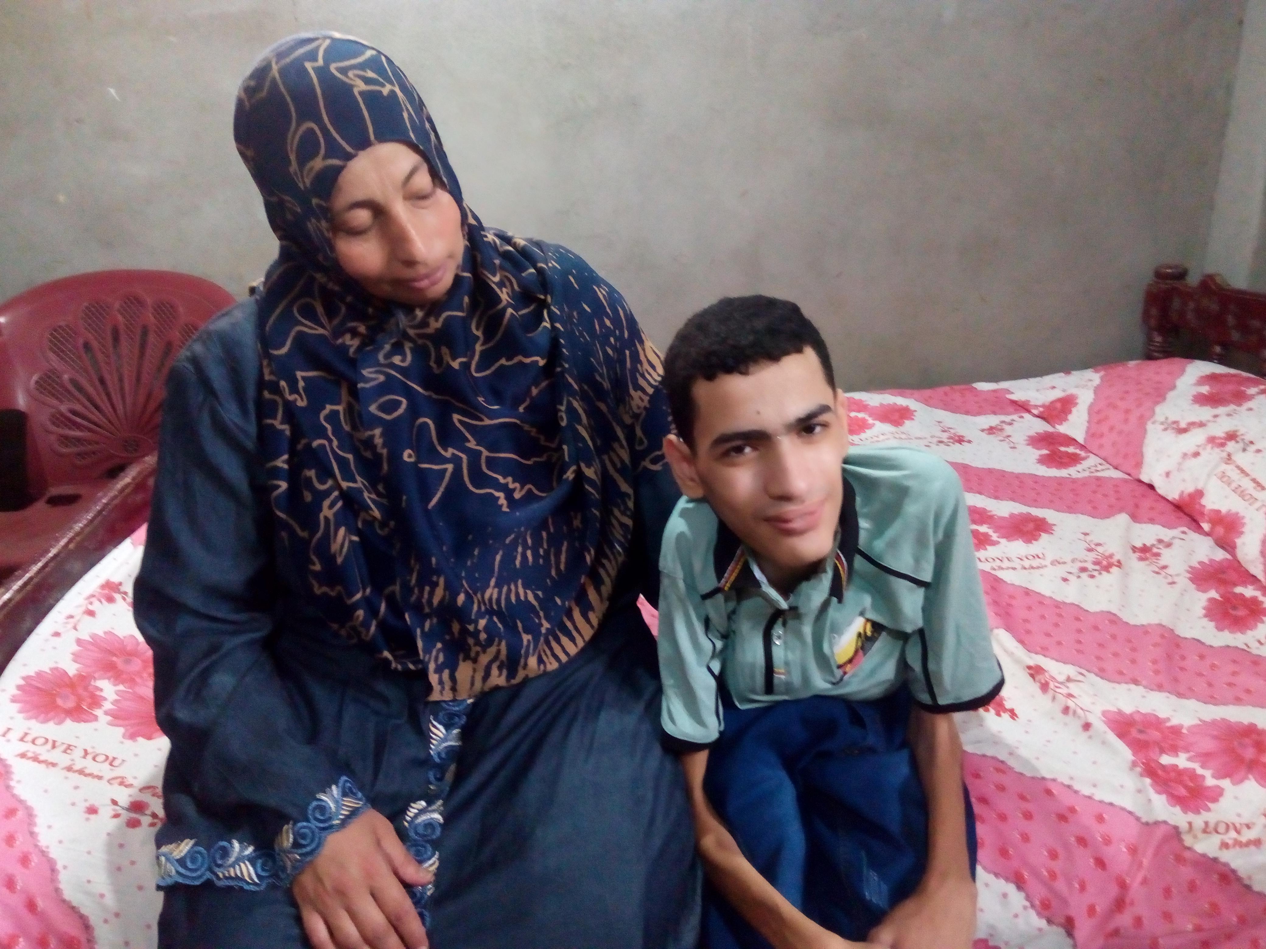 عمر مجدى فلتة الكيمياء مع والدته