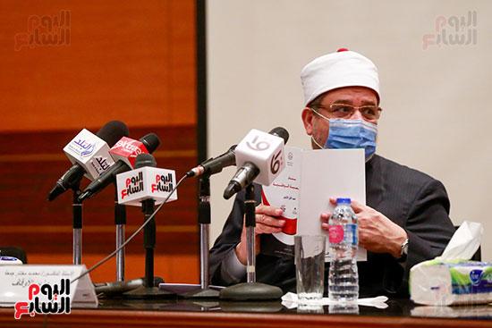 وزير الأوقاف يكرم الفائزين فى مسابقة رؤية للفكر المستنير (12)