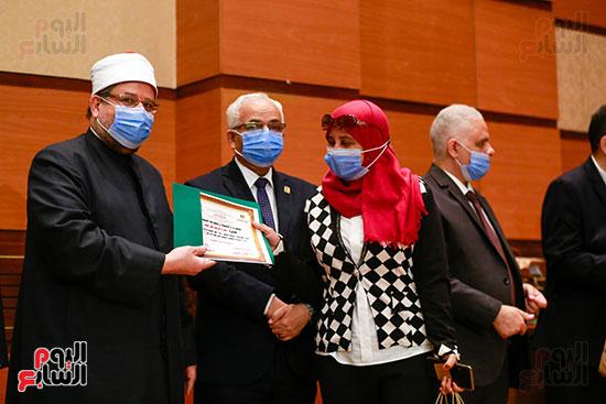 وزير الأوقاف يكرم الفائزين فى مسابقة رؤية للفكر المستنير (30)