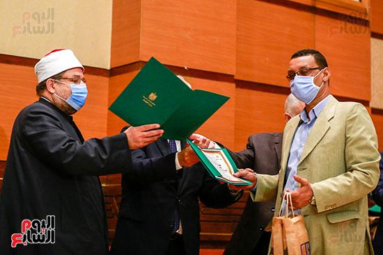 وزير الأوقاف يكرم الفائزين فى مسابقة رؤية للفكر المستنير (29)
