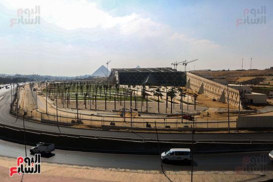 الموقع الانشائي للمتحف المصري الكبير مكن الخارج