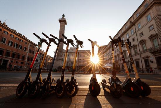 روما تعزز التنقل الكهربائي وسط قواعد متساهلة (1)