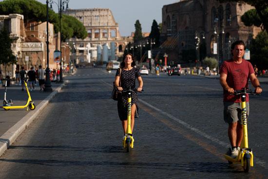 روما تعزز التنقل الكهربائي وسط قواعد متساهلة (3)