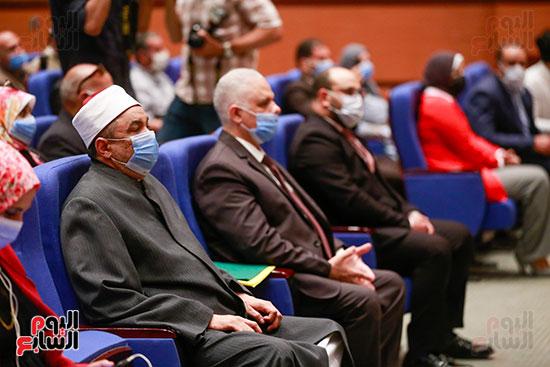 وزير الأوقاف يكرم الفائزين فى مسابقة رؤية للفكر المستنير (6)