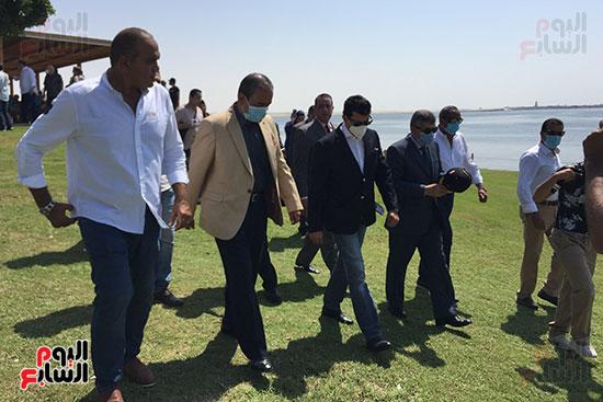 مصر تدخل موسوعة جينيس بتنفيذ أكبر علامة سلام بـ501 لايف جاكت (7)