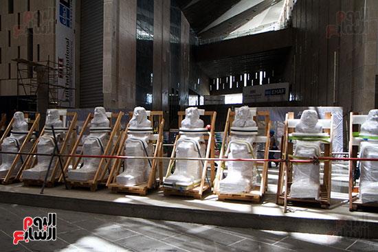 التماثيل المنقوله حديثا الى المتحف الكبير