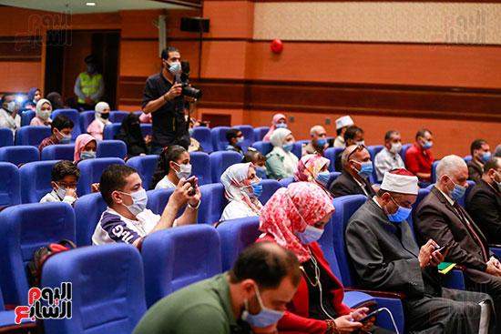 وزير الأوقاف يكرم الفائزين فى مسابقة رؤية للفكر المستنير (8)