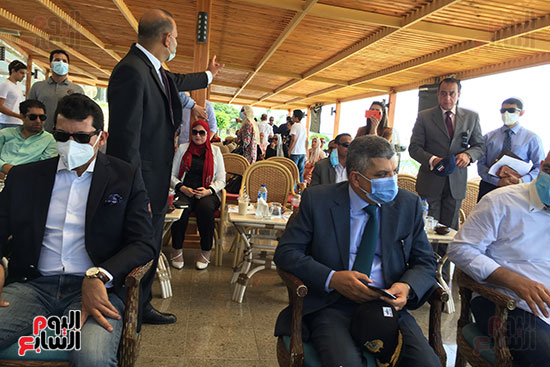 مصر تدخل موسوعة جينيس بتنفيذ أكبر علامة سلام بـ501 لايف جاكت (5)