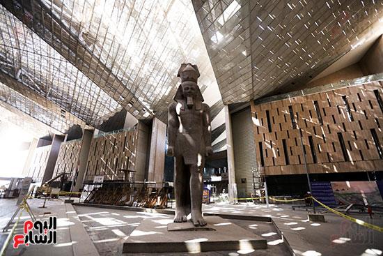 بهو المتحف المصري الكبير