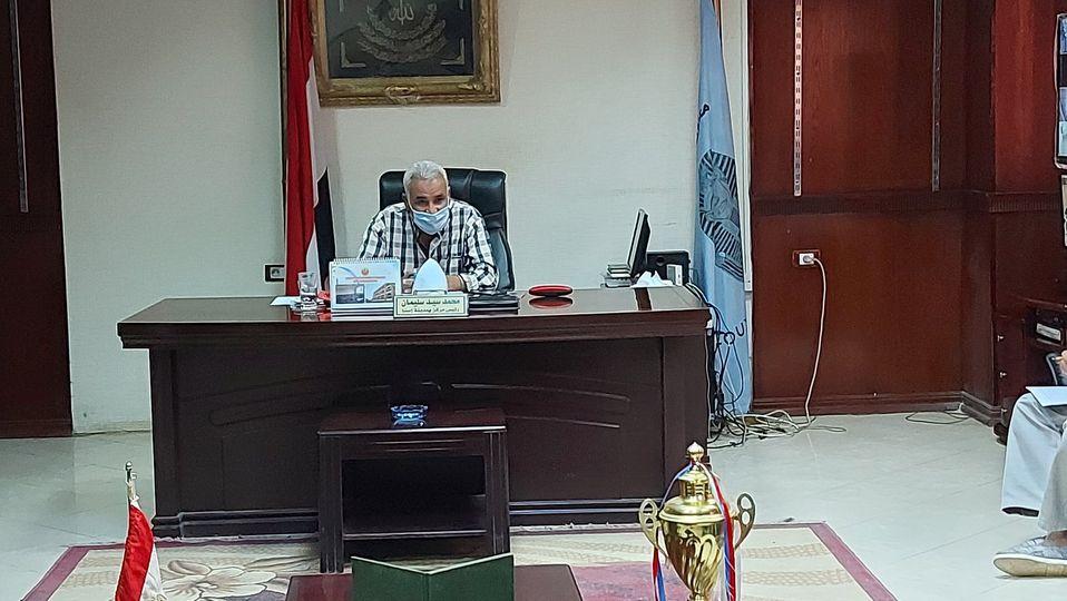 رئيس مدينة إسنا يناقش تسليم الشوارع ورفع المعوقات إستعداداً لرصف الطرق  (3)