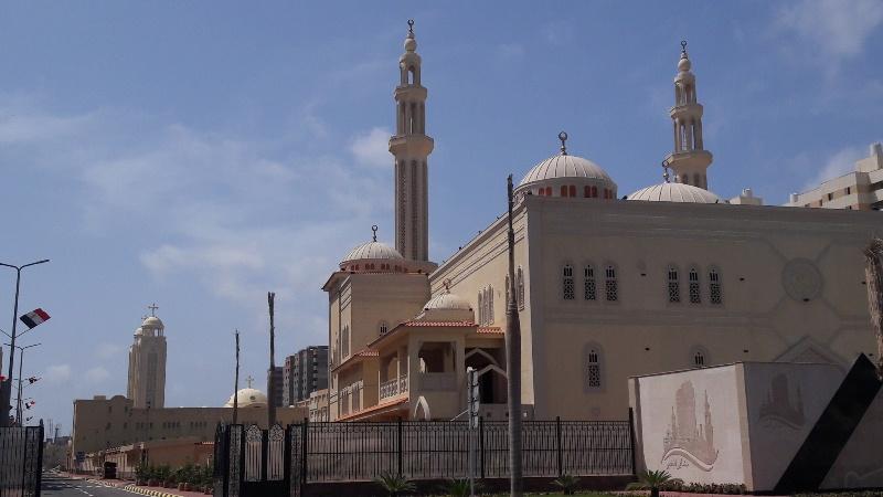 مسجد وكنيسة (3)
