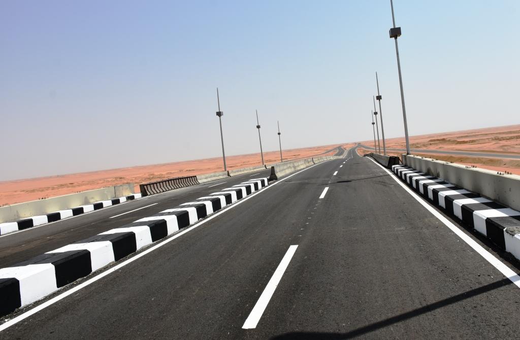طرق وكبارى ومحاور لربط شرق النيل بغربه و تطوير ورفع كفاءة شبكة الطرق الرئيسية بمحافظة أسوان  (3)