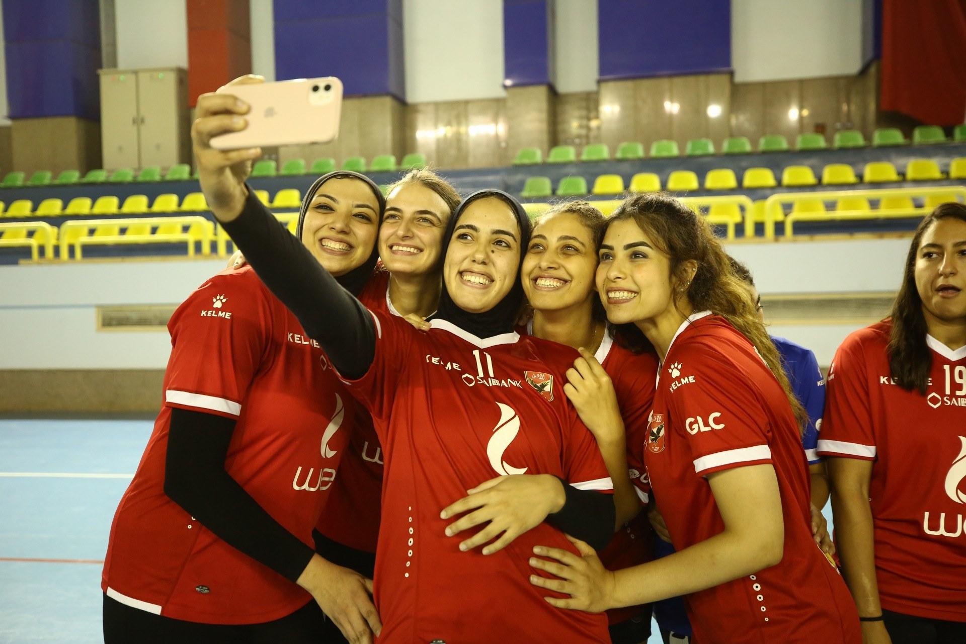 سيدات الكرة الطائرة  في الاهلي بعد الفوز بكأس مصر