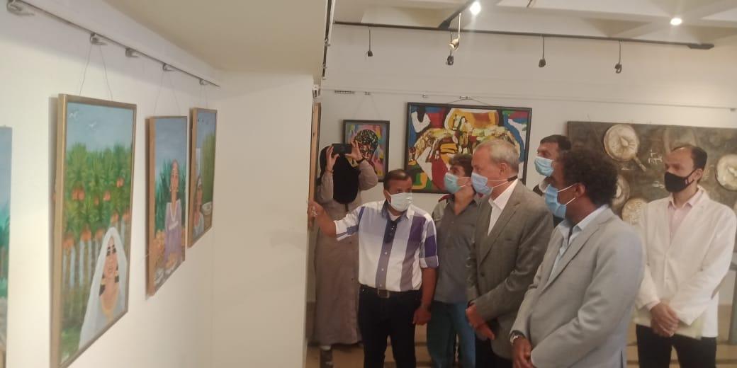 تفقد المعرض بحضور المحافظ ورئيس هيئة قصور الثقافة 4