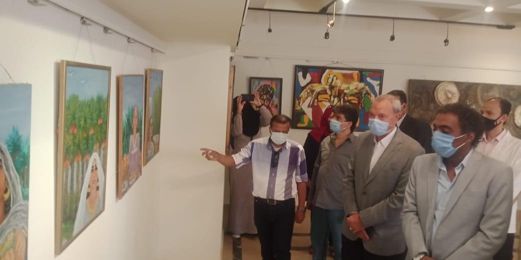 تفقد المعرض بحضور المحافظ ورئيس هيئة قصور الثقافة 3