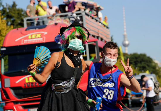 2020-09-21T132016Z_867680004_RC213J9U04E5_RTRMADP_3_GERMANY-PROTEST