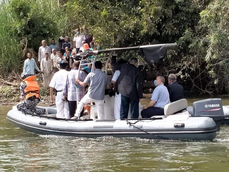 محافظ القليوبية خلال الجولة النهرية