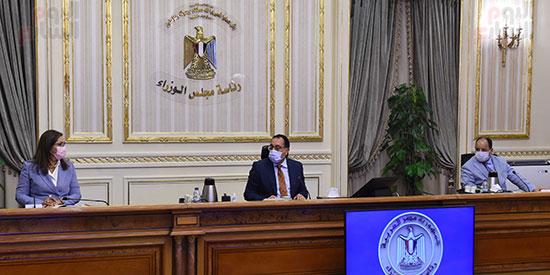 اجتماع بشأن تطوير المدن القائمة في المحافظات (4)