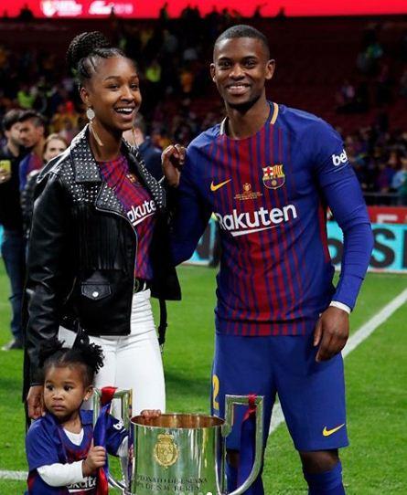 سيميدو مع زوحته وطفلته
