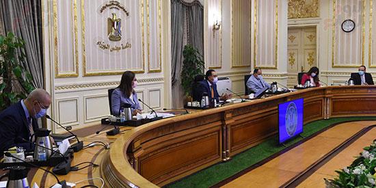 اجتماع بشأن تطوير المدن القائمة في المحافظات (2)