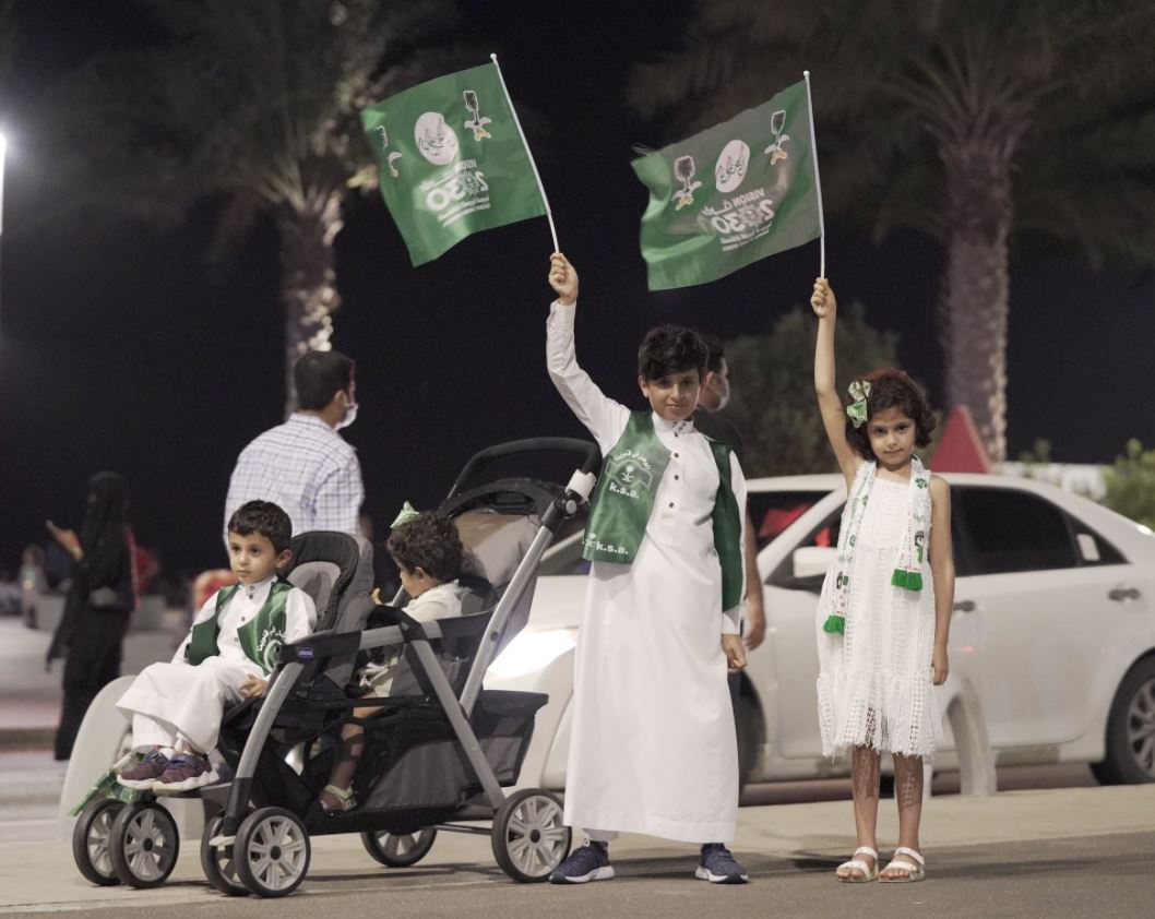 سعوديون يحتفلون باليوم الوطني