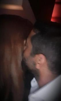 قبلة من فلوكس لزوجته
