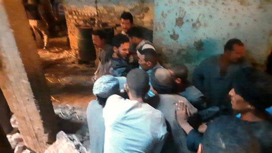 استخراج الضحية السابعة من أسفل أنقاض منزل سوهاج (2)