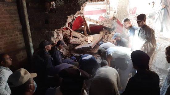 استخراج الضحية السابعة من أسفل أنقاض منزل سوهاج (6)