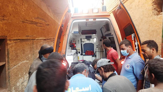 استخراج الضحية السابعة من أسفل أنقاض منزل سوهاج (1)