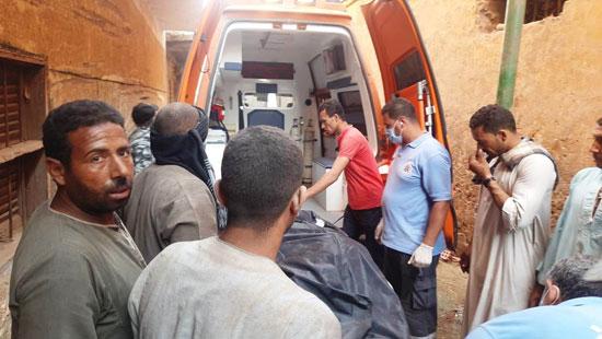 استخراج الضحية السابعة من أسفل أنقاض منزل سوهاج (9)