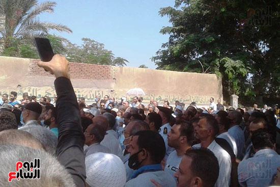 جنازة عسكرية مهيبة لشهيد الواجب  (4)