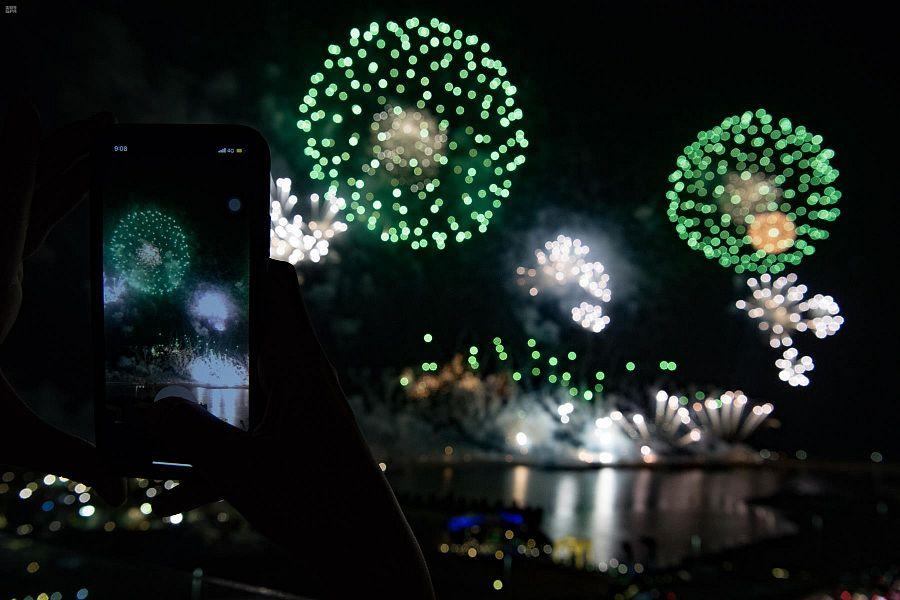 أهالى جدة السعودية يشاركون فى احتفالات اليوم الوطنى الـ90 (3)