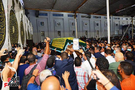 جثمان الراحل محمد فريد خميس