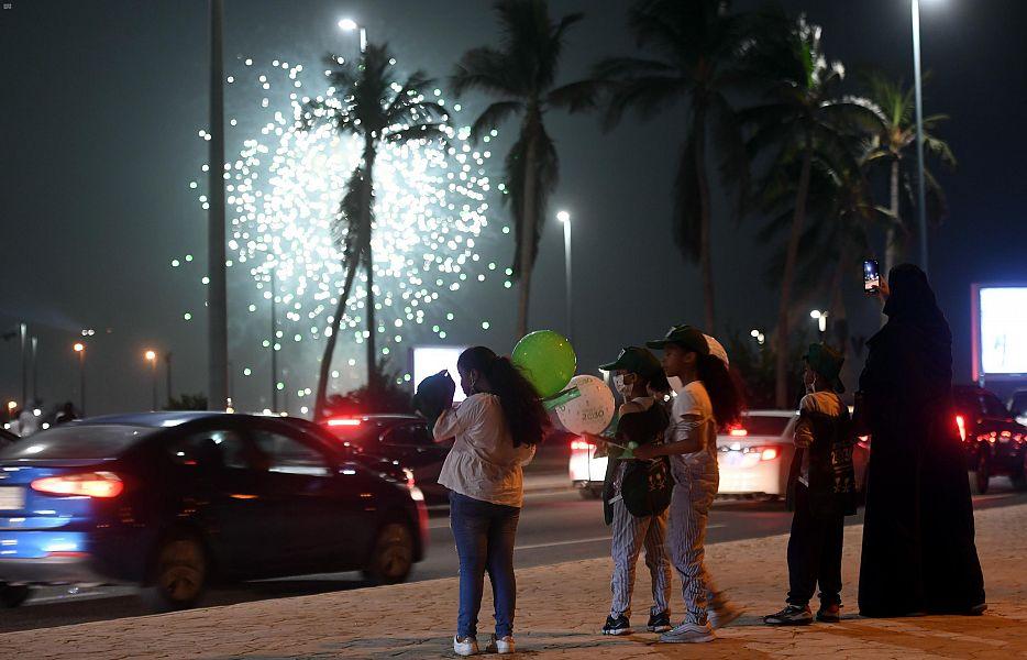 أهالى جدة السعودية يشاركون فى احتفالات اليوم الوطنى الـ90 (1)