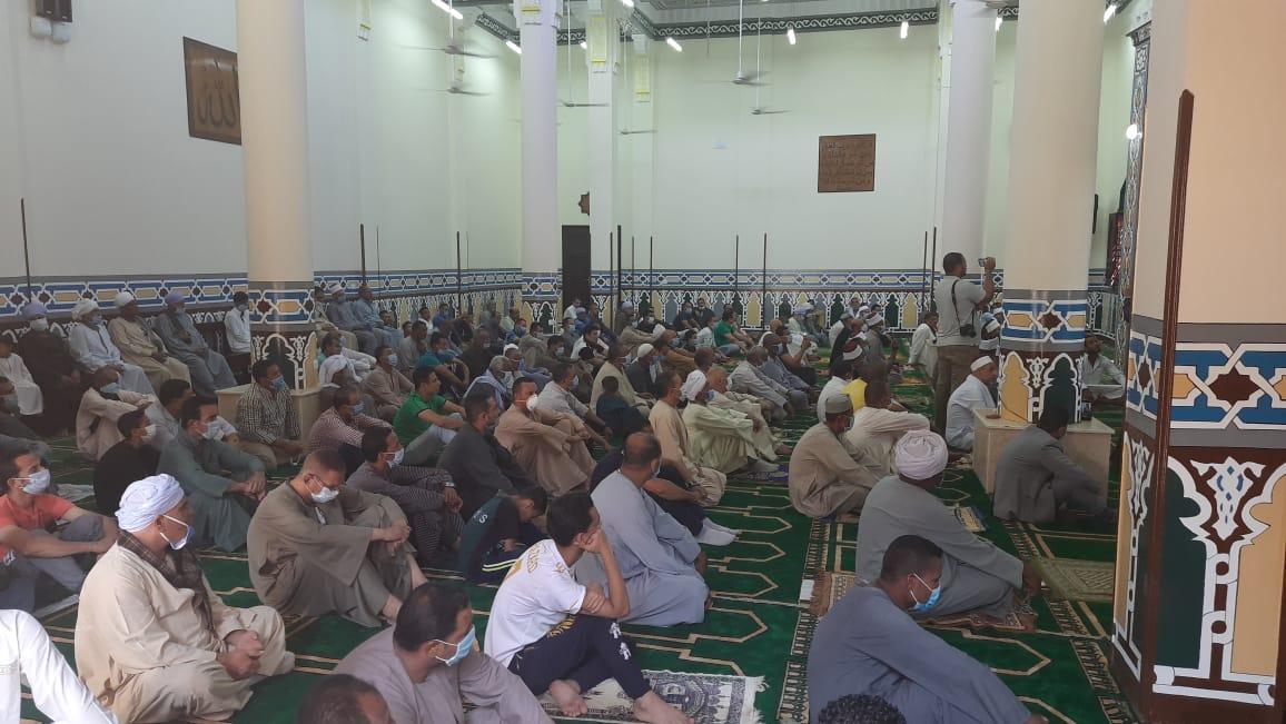 المساجد الجديدة تتزين بالمصلين