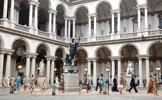 عرض ماكس مارا أسبوع الموضة في ميلانو