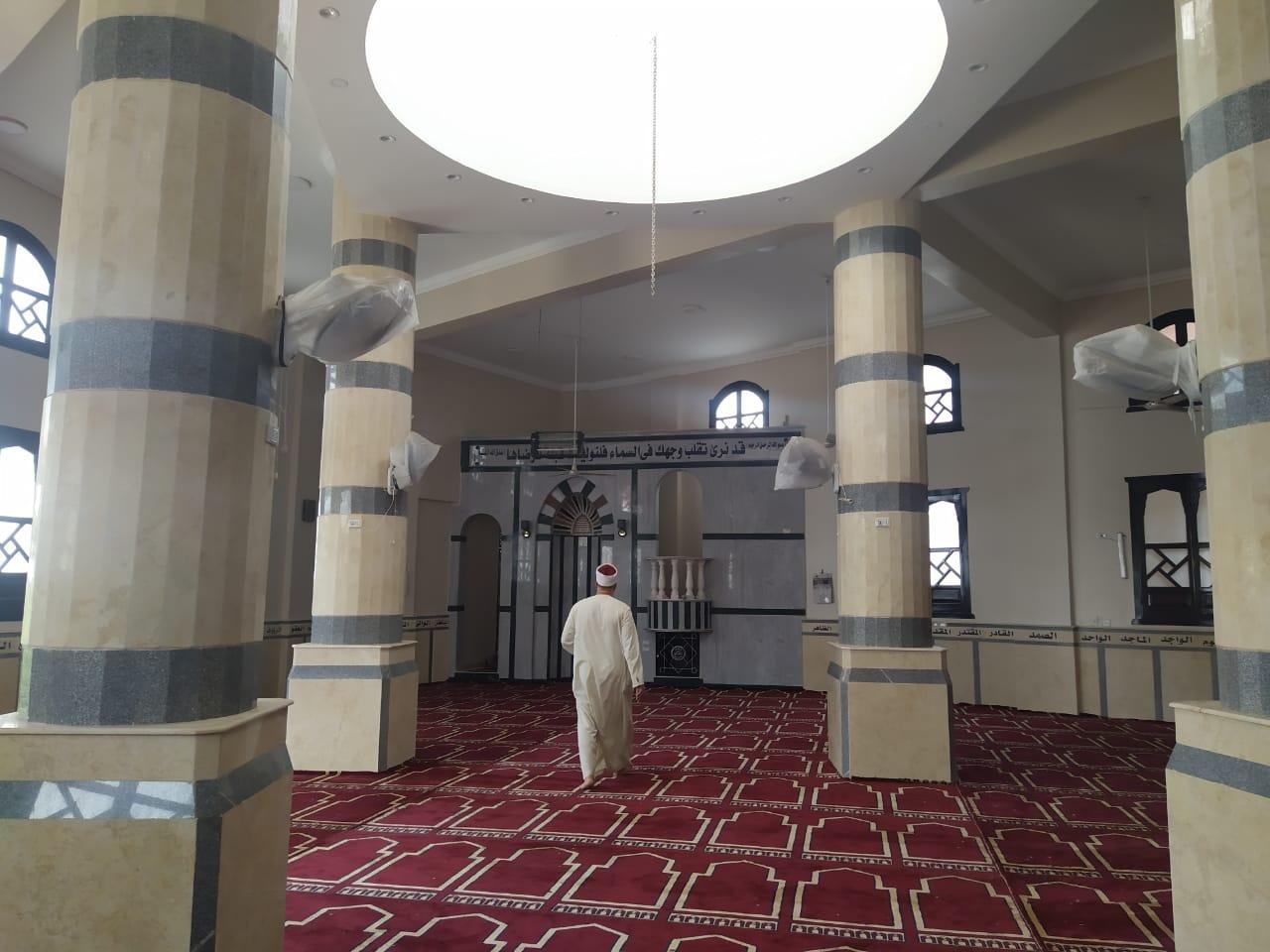 مسجد يتزين قبل الافتتاح