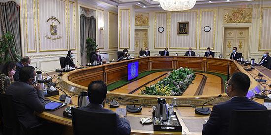 اجتماع بشأن مدينة دمياط للأثاث (1)