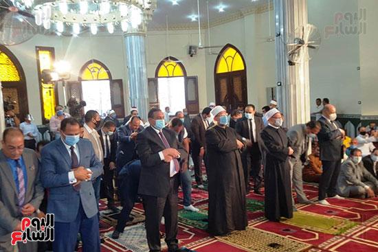 وزير الأوقاف ومفتى الجمهورية يفتتحان مسجد التقوى بالبحيرة 3
