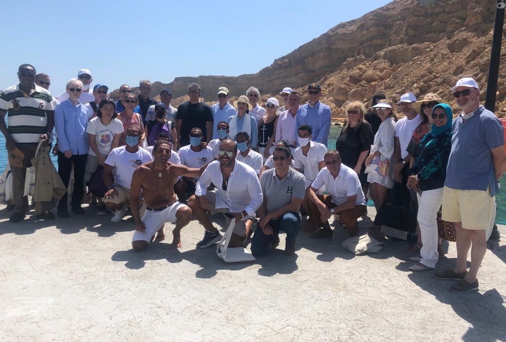 30 سفيرا فى رحلة بحرية بشرم الشيخ