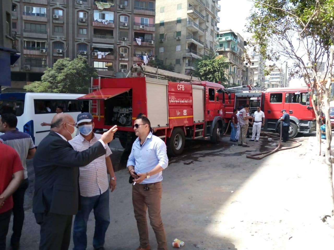 متابعة نائب محافظ القاهرة لاخماد حريق بالوايلى (2)