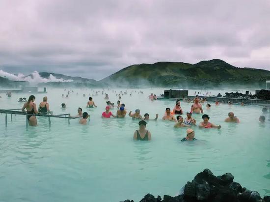 بلو لاجون (آيسلندا) في الواقع