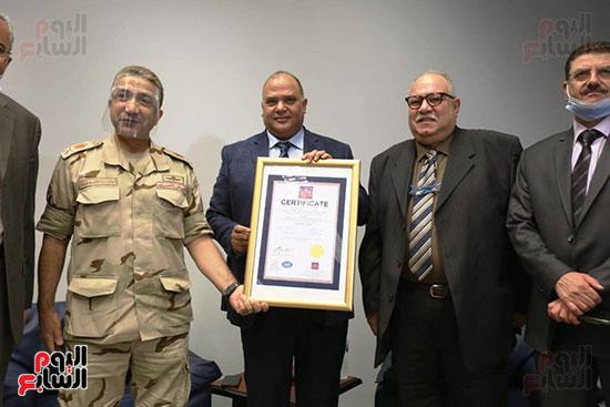معمل الترميم بالمتحف المصرى الكبير يتسلم شهادة الأيزو للصحة والسلامة (6)