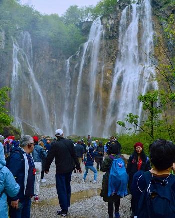 منتزه بحيرة بليتفيتش الوطني (كرواتيا) في الواقع
