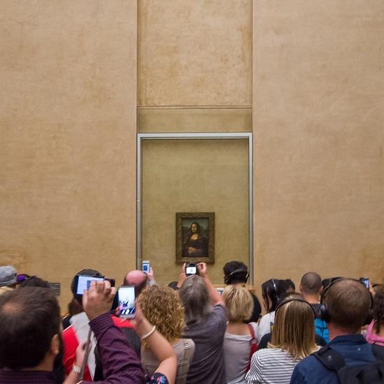 لوحة الموناليزا بمتحف اللوفر (باريس ، فرنسا) في الواقع