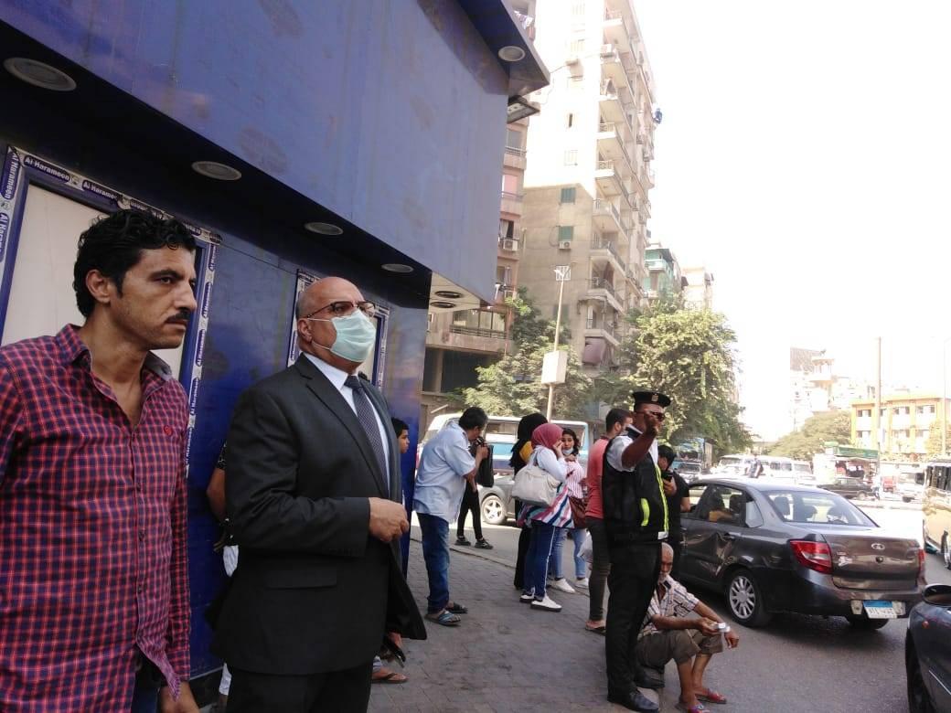 متابعة نائب محافظ القاهرة لاخماد حريق بالوايلى (1)