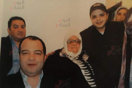 محمد هنيدى مع والدة علاء ولى الدين